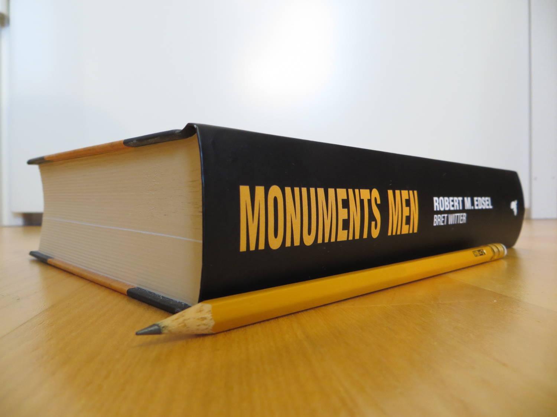 Monuments Men -kirjan paksuus